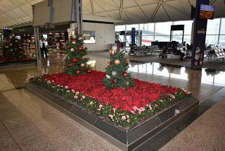 Рождественские украшения в аэропорту Гонконга