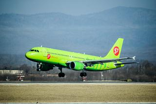 Landing an Airbus A320 of S7 Airlines at the airport of Vladivostok