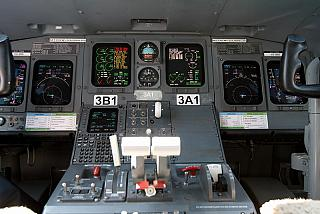 The instrument panel of the aircraft Bombardier CRJ100