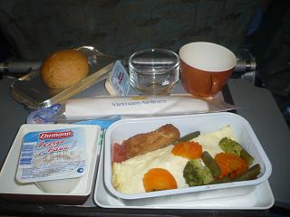 Food on the flight Moscow-Hanoi Vietnam airlines