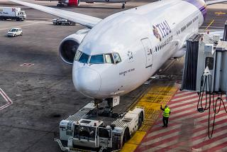 Боинг-777-200 Тайских авиалиний в аэропорту Рим Фьюмичино