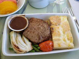 Hot meals in business class on Korean Air the flight Vladivostok-Seoul