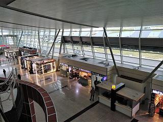 Общий вид пассажирского терминала аэропорта Тбилиси