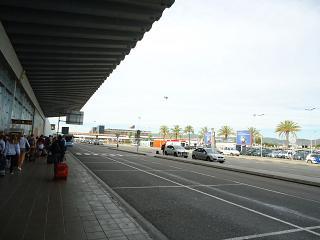 Привокзальная площадь в аэропорту Барселоны