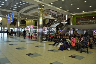 Зал ожидания вылета рейса в аэропорту Домодедово