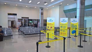 Зал ожидания в зоне регистрации в аэропорту Кларк