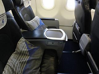 Салон бизнес-класса самолета Airbus A320 авиакомпании Air Astana