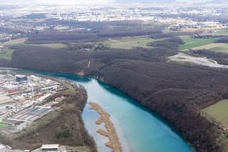 Река Рона в окрестностях Женевы