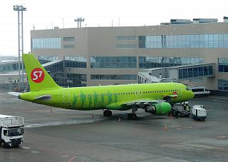 Airbus A320 VQ-BES S7 Airlines at Domodedovo airport