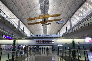 На нижнем этаже терминала 1 аэропорта Гонконг