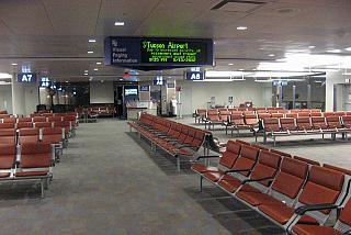 Зал ожидания с выходом на посадку в аэропорту Тусон