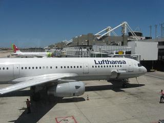 Aircraft at terminal 1, Lisbon Portela airport