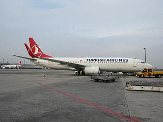 Боинг-737-800 Турецких авиалиний в стамбульском аэропорту имени Ататюрка