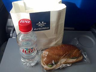 Холодное питание на рейсе Тиват-Белград авиакомпании Air Serbia