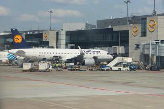 Preparing for the departure of the Airbus A320neo (D-AING) at Frankfurt airport