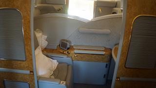 Каюта первого класса в самолете Боинг-777-200 авиакомпании Emirates