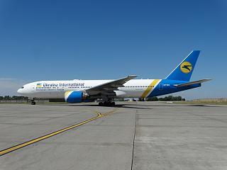Boeing 777-200 UR-GOA авиакомпании Ukraine International Airlines в аэропорту Борисполь
