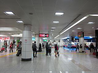 Зал прилета в аэропорту Токио Нарита