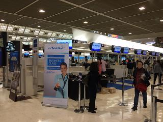 Регистрация на рейсы авиакомпании Air Tahiti Nui в терминале 2 аэропорта Токио Нарита