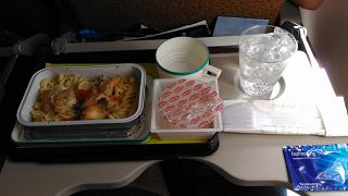 Питание на рейсе Денпасар-Джакарта авиакомпании Garuda Indonesia