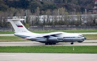 Фото самолета Ил-76МД в аэропорту Сочи