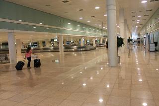 The baggage claim hall in terminal 1 of Barcelona airport