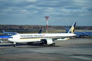 Boeing 777-300s from Singapore airlines at Domodedovo airport