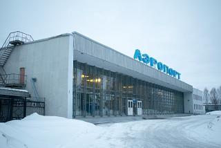 Аэровокзал аэропорта Вологда - вид с привокзальной площади