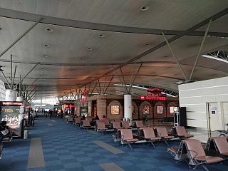 В чистой зоне аэропорта Тбилиси Шота Руставели