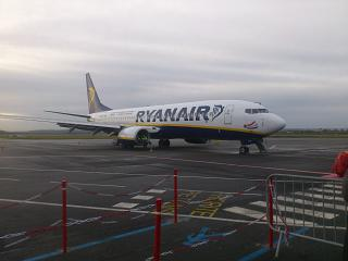 A Boeing-737-800 Ryanair to airport Paris Beauvais-Tille