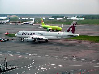 Airbus A320 Катарских авиалиний в аэропорту Домодедово