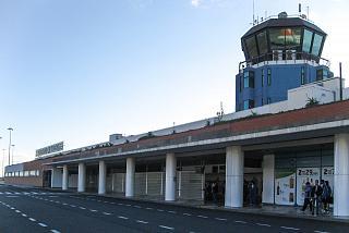 Аэровокзал аэропорта Фуншал со стороны перрона
