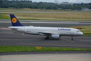 The Airbus A320 D-AIZF Lufthansa at Dusseldorf airport