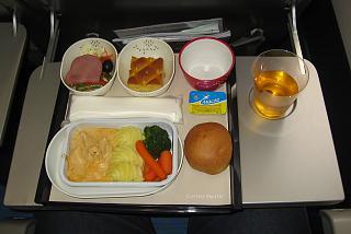Первое горячее питание на рейсе Москва-Гонконг авиакомпании Cathay Pacific
