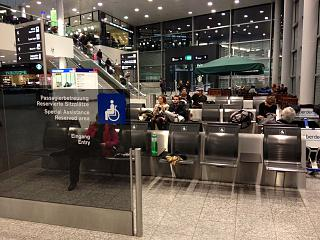 Зона отдыха для пассажиров перед зоной досмотра в аэропорту Цюрих