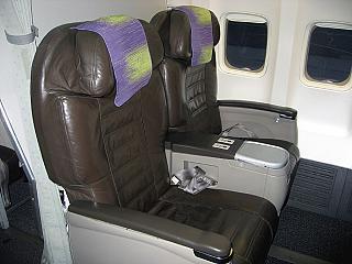 Кресла бизнес-класса в самолете Боинг-737-800 авиакомпании S7 Airlines