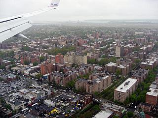 Flying over new York before landing at the airport LaGuardia