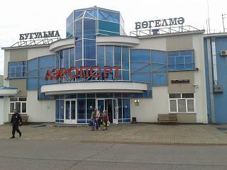 Вход в аэровокзал аэропорта Бугульма
