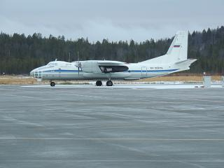 Самолет Ан-30 в аэропорту Мурманск