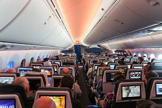 Пассажирский салон в самолете Боинг-787-9 авиакомпании KLM