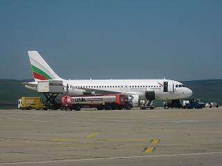 Airbus A319 авиакомпании Bulgaria Air готовится к вылету в аэропорту Бургас