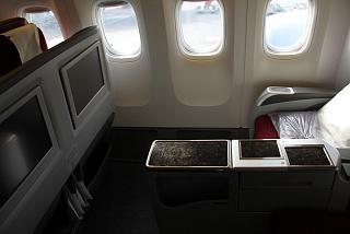 Кресла бизнес-класса в самолете Боинг-777-300 Катарских авиалиний