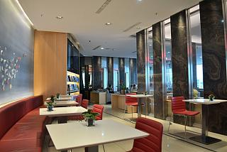 "Business hall of the ""Maple Leaf Lounge"" operated by Air Canada at Frankfurt airport"