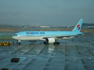 Plane Boeing 777-200 of Korean Air at the airport Seoul Incheon