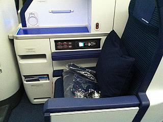 Кресло бизнес-класса в самолете Боинг-787 авиакомпании ANA