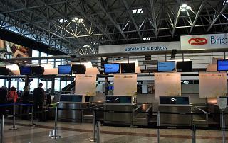 Стойки регистрации авиакомпании Alitalia в терминале Т1 аэропорта Милан Мальпенса