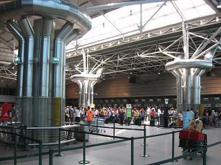 Зона регистрации на рейсы TAP Portugal в терминале 1 аэропорта Лиссабон Портела