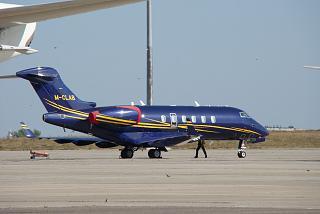 Бизнес-джет Bombardier Challenger 300 (M-CLAB) в аэропорту Харькова