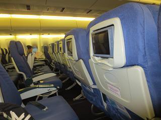Пассажирский салон самолета Боинг-747-400 авиакомпании
