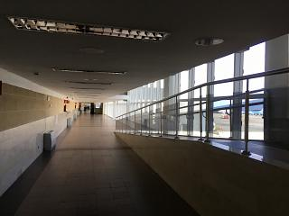Переход в чистой зоне аэропорта Гран-Канария